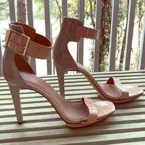 Sexy, ankle strap sandal with buckle